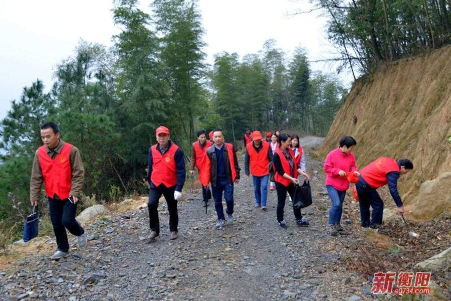 衡阳市农委携志愿者开展情暖乡村志愿服务活动