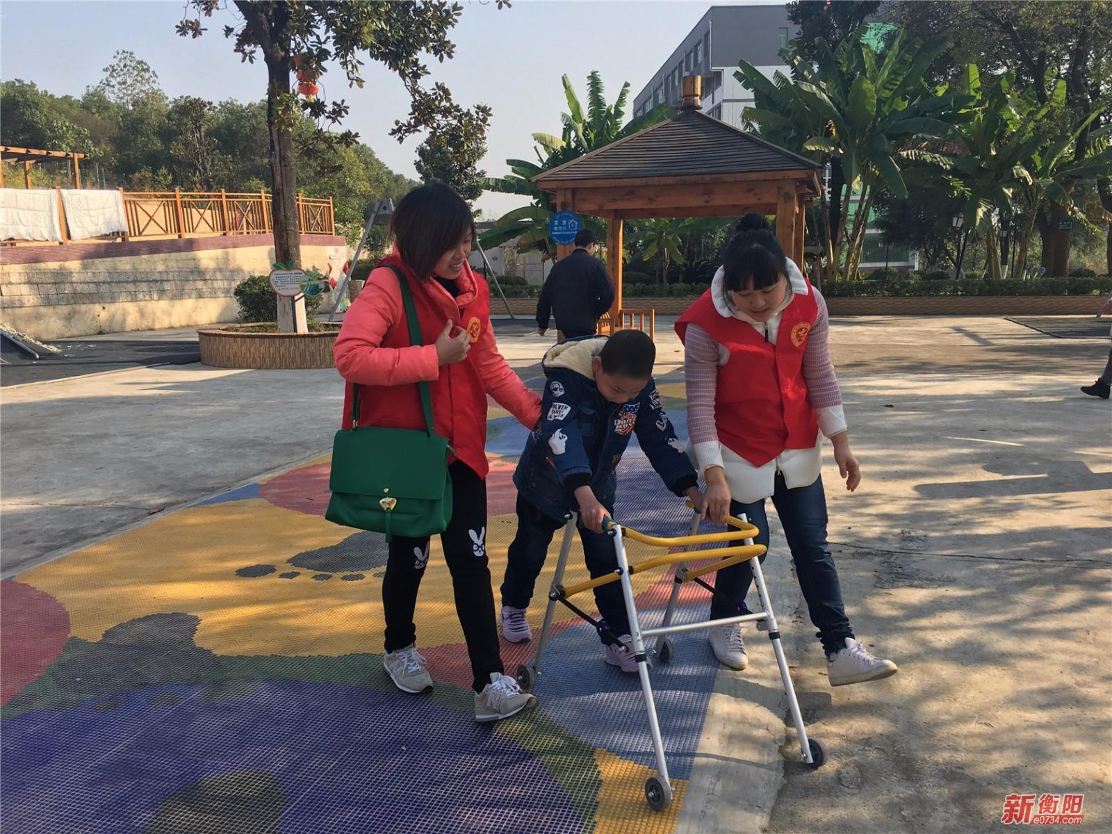 志愿者在行动:衡阳市民政局志愿者走进福利院