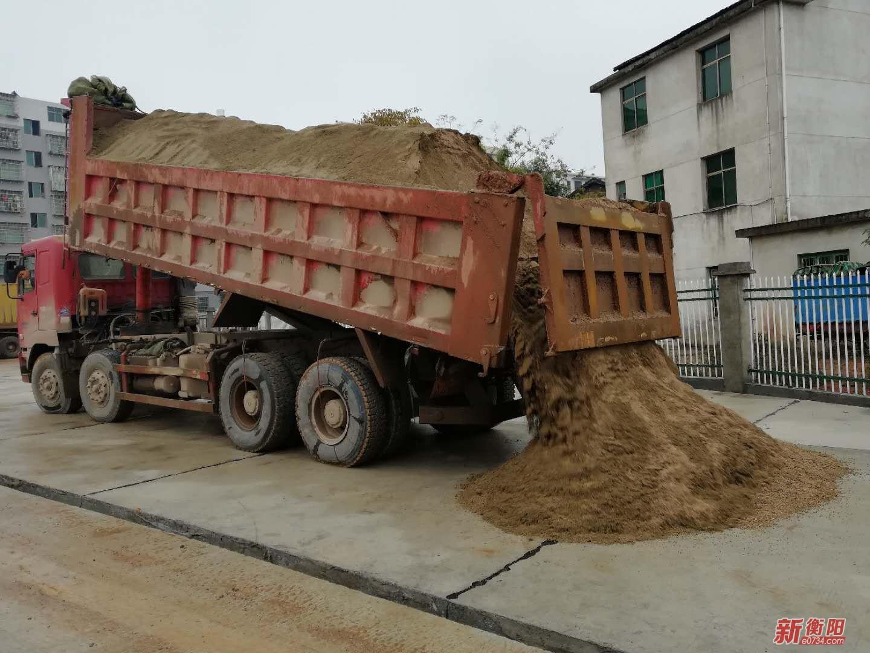 衡南县治超办开展治超行动 遏制货车超载现象