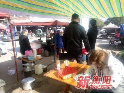 石鼓区合江街道开展流动食品摊贩经营整治行动