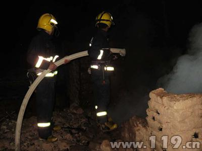 电动车起火引燃民房 疏附消防成功处置
