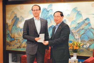 中国全面实施外国人才签证制度 提供绿色通道 吸引国际人才