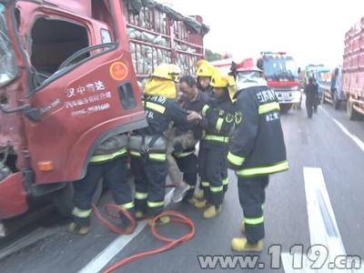 司机疲劳驾驶酿追尾 镇江消防及时到场救人
