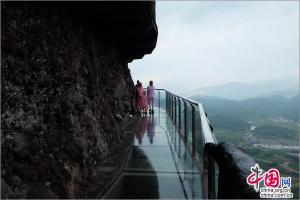 江西最长的高空玻璃景观亮相龙南南武当景区