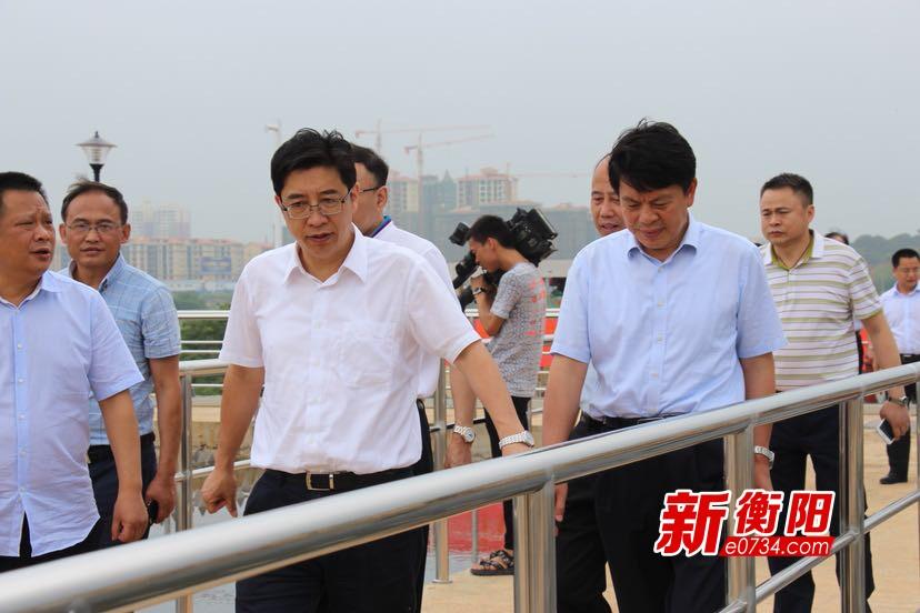 一江碧水:衡阳市总河长邓群策率队进行巡河