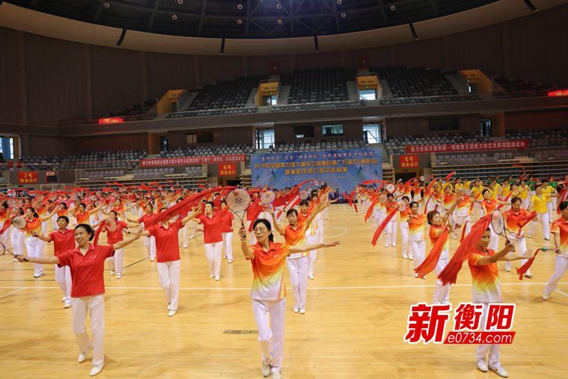 喜迎省运会:衡阳市柔力球舞出风采展现力与美