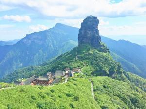 中国梵净山等30处名胜竞逐列入世界遗产名录