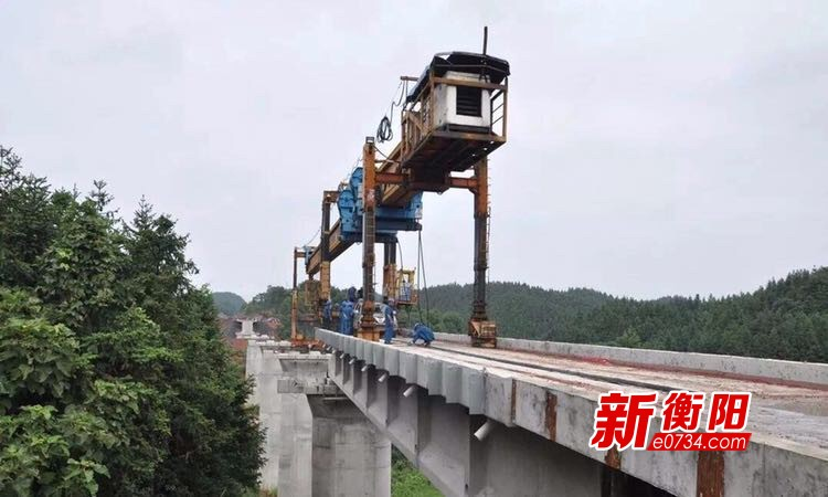 常宁瓦松铁路专用线正式铺轨架桥 预计年底通车