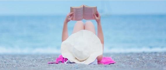 """法国沙滩推""""快闪图书馆"""" 供游人在海边借阅书籍"""