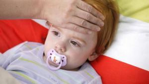 宝宝发烧 这11种情况快送医