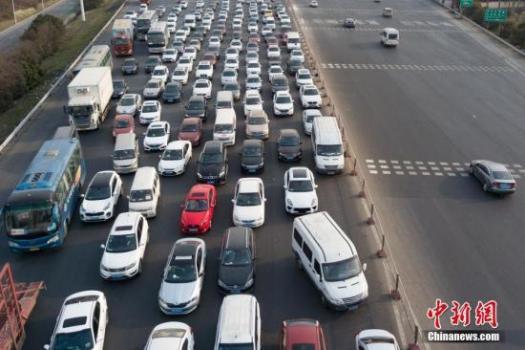 交通部:通行费收入主要用于偿还收费公路债务等
