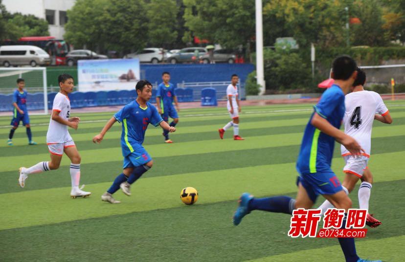 关注省运会:青少年乙组足球第三天 队员冒雨激战