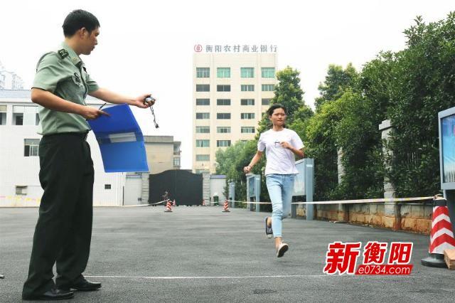 """争当""""花木兰"""" 衡阳女青年不爱红装爱武装争相入伍"""