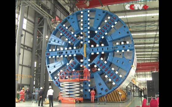 中国国产大直径盾构机成功穿越中国单线断面最大城轨隧道