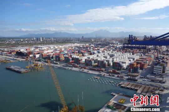 图为8月27日拍摄的巴西巴拉那瓜港TCP码头现有的集装箱堆场。 莫成雄 摄