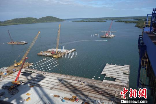 图为8月27日拍摄的巴西巴拉那瓜港TCP码头堆场扩建工程现场。 莫成雄 摄