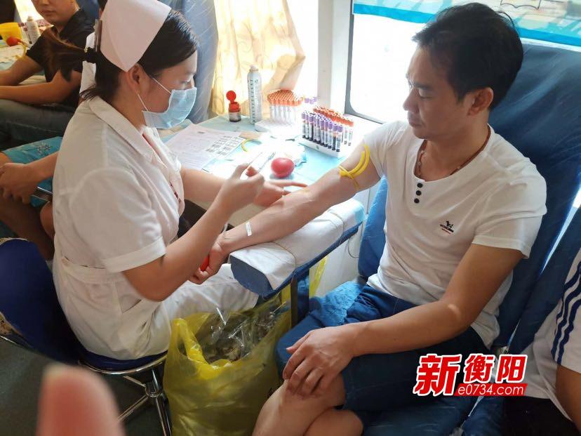 小行动 大爱心 潇湘街道干群无偿献血15000毫升