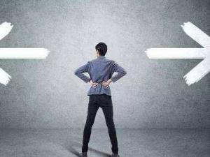 人民日报:有的人作决策拍脑门行事,只为作秀