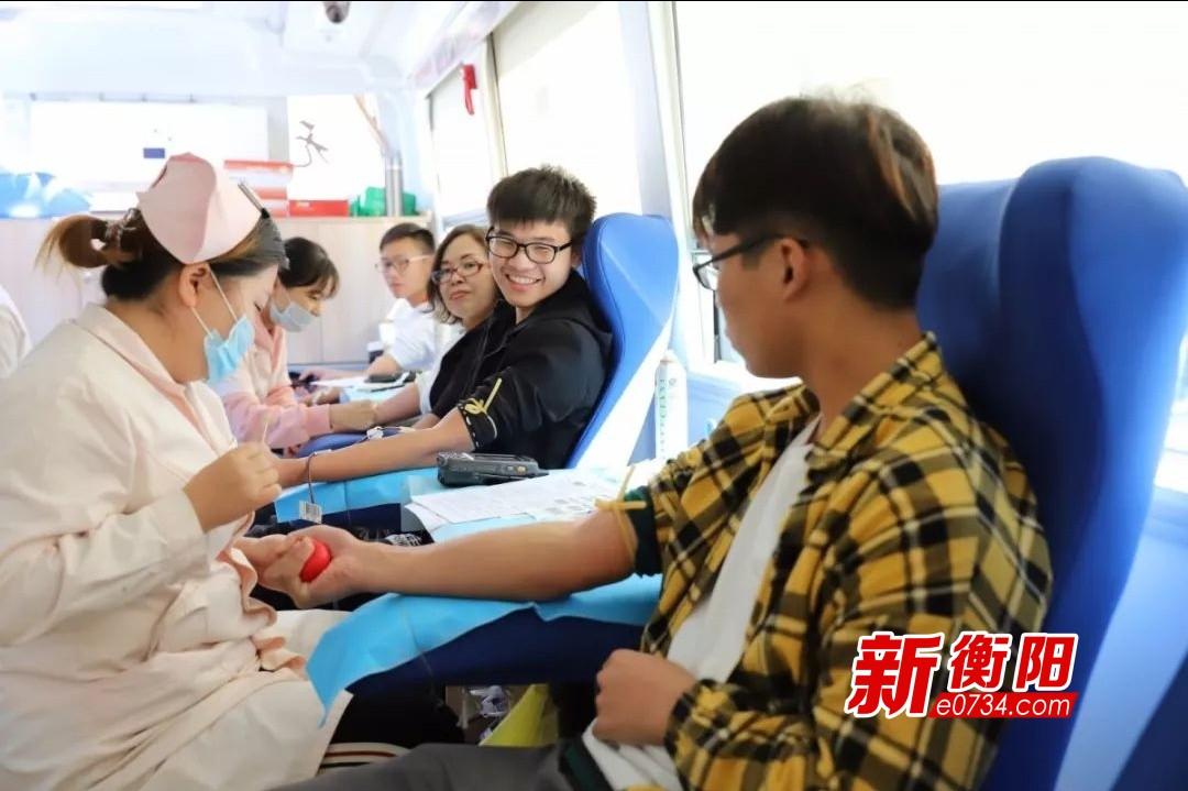 """衡阳技师学院208名师生无偿献血  为生命""""加油"""""""