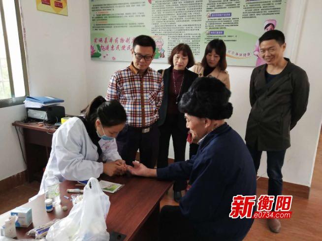 我们的节日·重阳:耒阳大和圩乡为贫困老人上门义诊