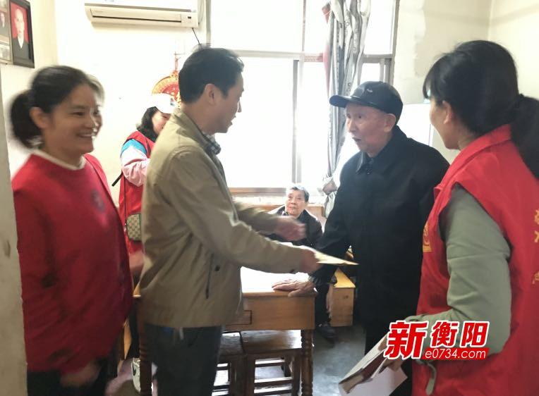 衡阳公路局石鼓分局在职党员赴社区开展党员活动