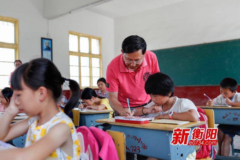 志愿雁城·有你最美⑧廖俊华以书法助力文化扶贫