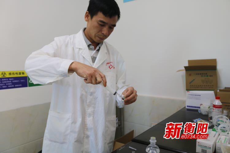 """身边雷锋·衡阳好人:塔山瑶乡""""赤脚医生""""雷国友"""