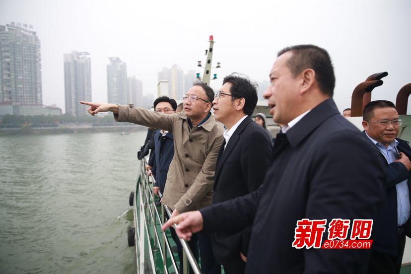 """邓群策带队巡河""""找茬"""" 确保实现水清河畅岸绿景美"""