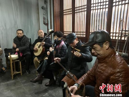 """戏迷齐聚武汉扬国粹 振兴戏曲""""大码头"""""""