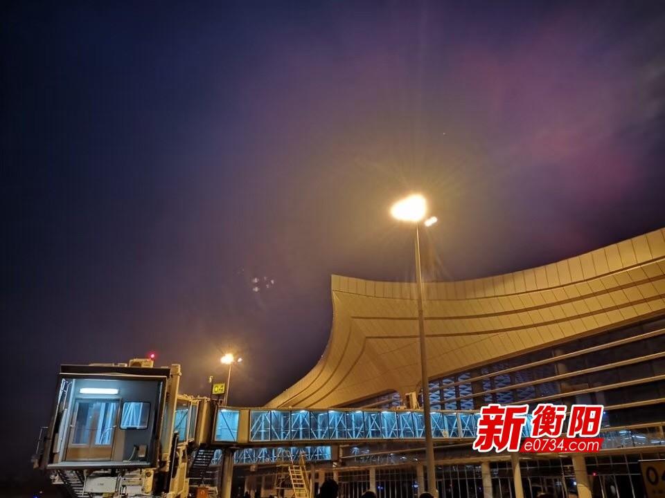 南岳机场除冰扫雪结束 关闭近24小时后重新开放