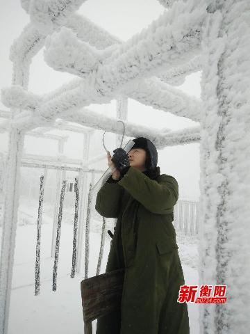 雾凇美景持续  南岳景区全力以赴喜迎四方游客