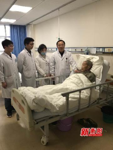 把患者当亲人 南华附二医护人员精心治疗感动人心