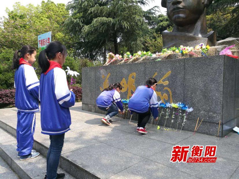 我们的节日·清明:下横街小学开展清明祭烈士活动
