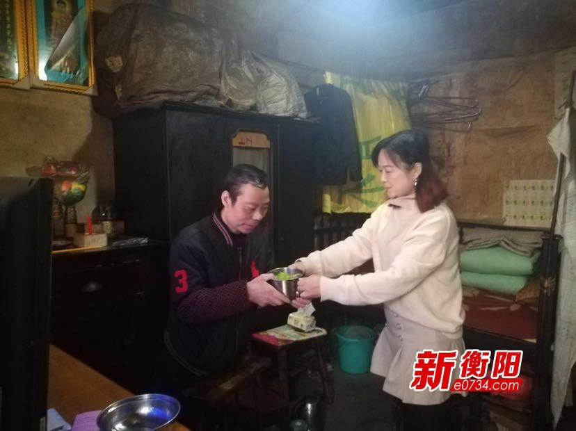 """青山街社區""""免費午餐"""" 用愛溫暖孤寡老人晚年生活"""