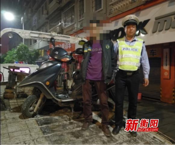 """""""胆大""""摩托车司机无证无牌毒驾   碰上交警哪里逃"""