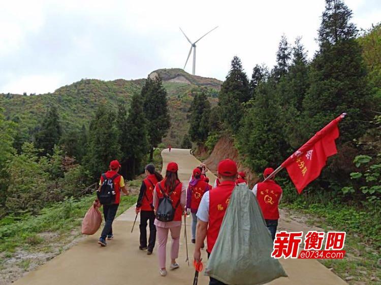 """""""衡阳群众""""志愿者赴常宁天堂山开展环保公益活动"""