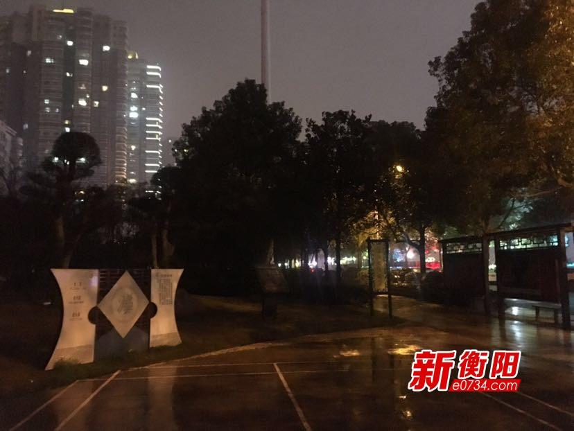 """百姓呼声:珠晖区向荣里社区路灯长期""""失明"""""""