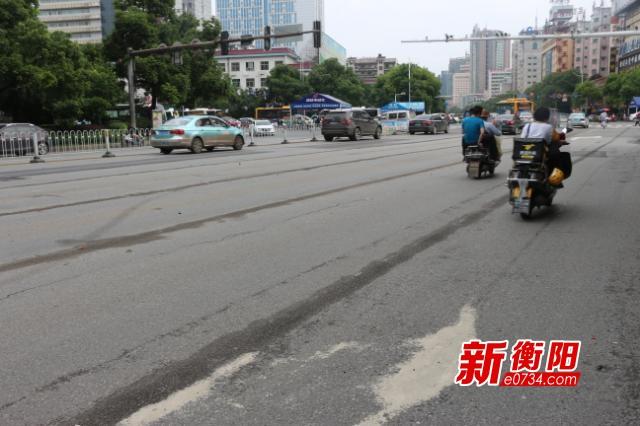 百姓呼声:希望交警部门划分这个路口的交通标线