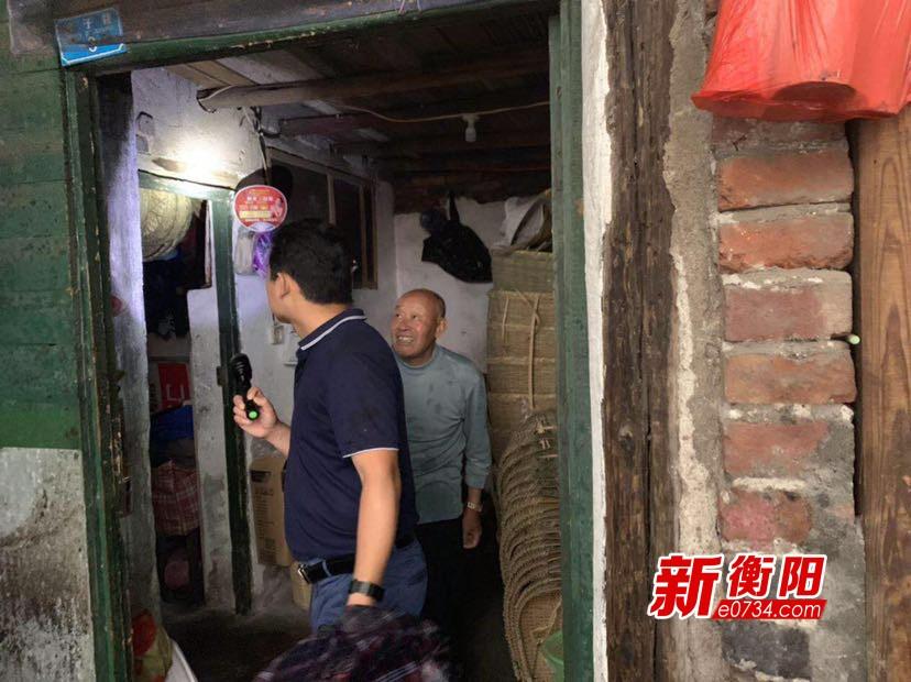 衡阳持续暴雨 人民街道迅速开展汛期巡查工作