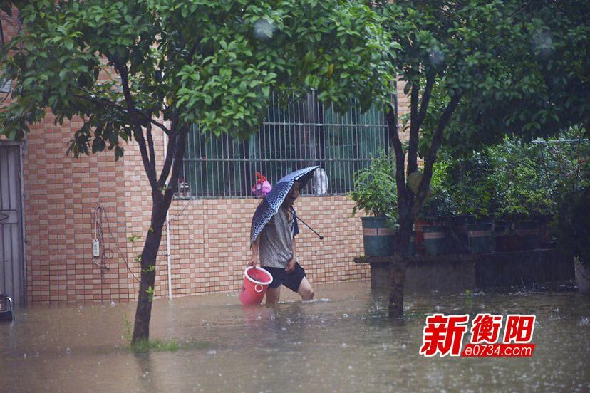 暴雨突袭致雁栖湖社区内涝 市水利局紧急抽水排渍