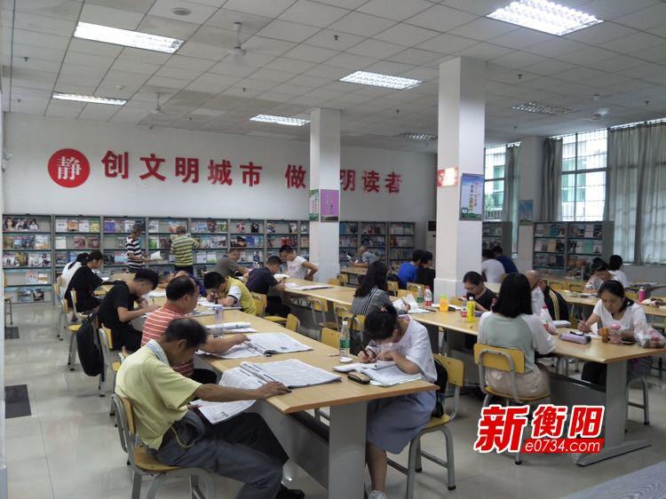 """""""充电""""纳凉两不误 图书馆成衡阳市民避暑首选"""