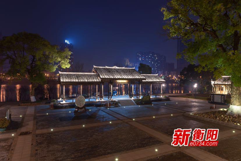 """夜色撩人!诗意东洲岛湘江中一颗璀璨的""""明珠"""""""