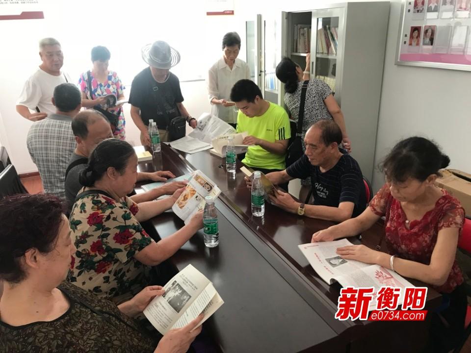"""红湖塘社区开展""""做悦读党员·建书香支部""""党日活动"""