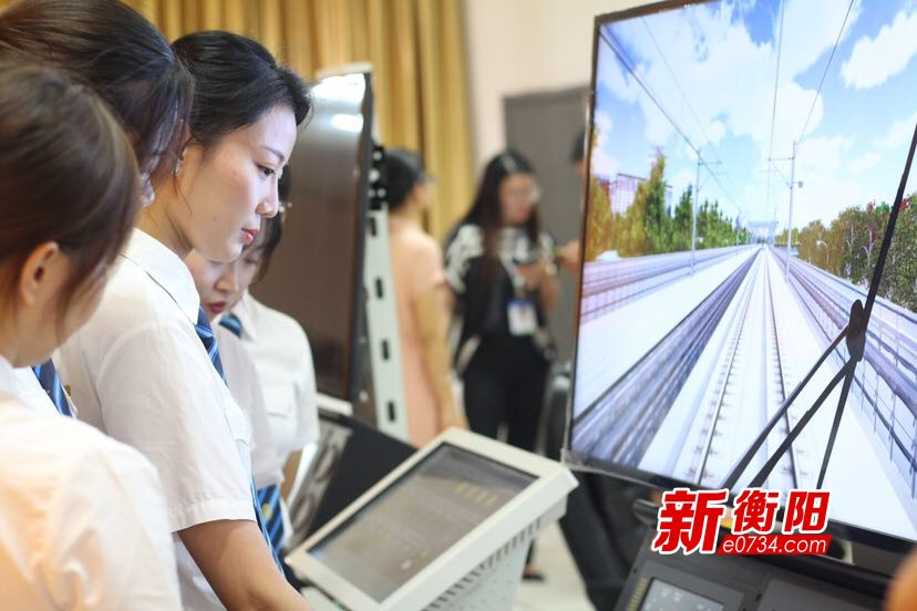 """19名90后""""小姐姐""""衡阳集训 有望成为中国内地第一代动车组女司机"""