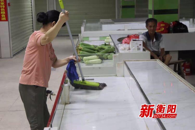 你文明·我点赞|做好摊位保洁 提升农贸市场颜值
