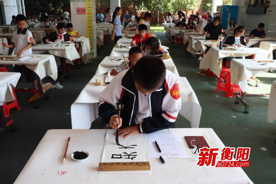 庆祝新中国成立70周年:中小学生挥毫泼墨献礼祖国