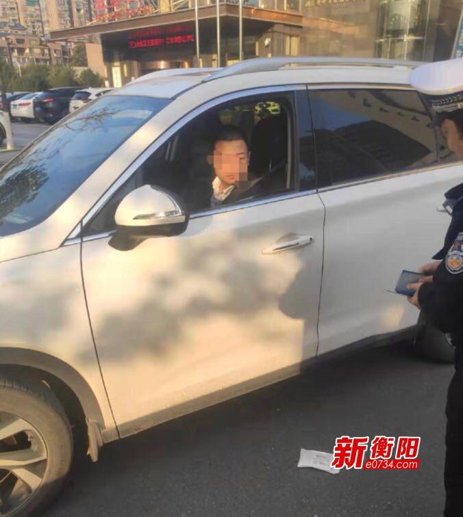 雙創進行時:衡陽交警對車窗拋物行為開出罰單