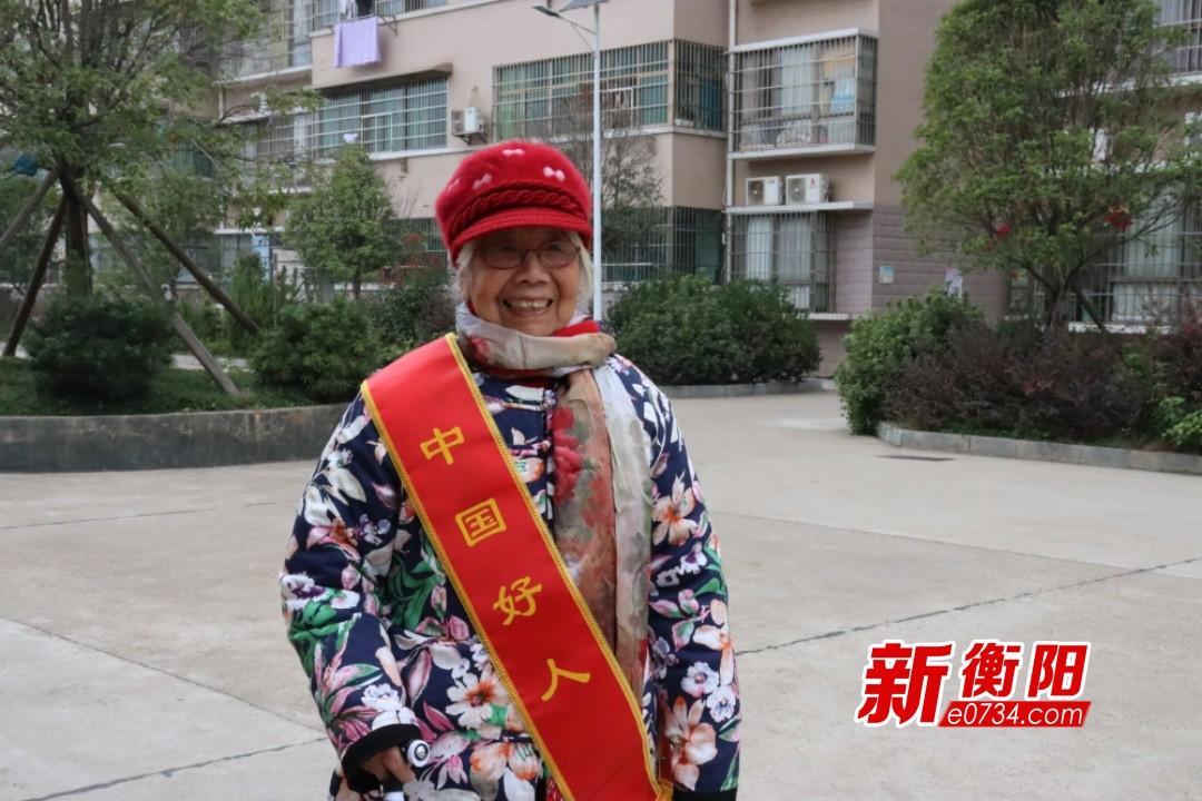 """35年捐资助学 爱心奶奶巫爱桃荣登""""中国好人榜"""""""