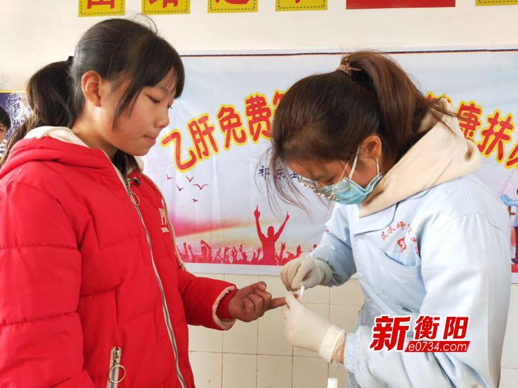 祁東縣衛健局組織醫務人員深入社區學校開展乙肝免費篩查