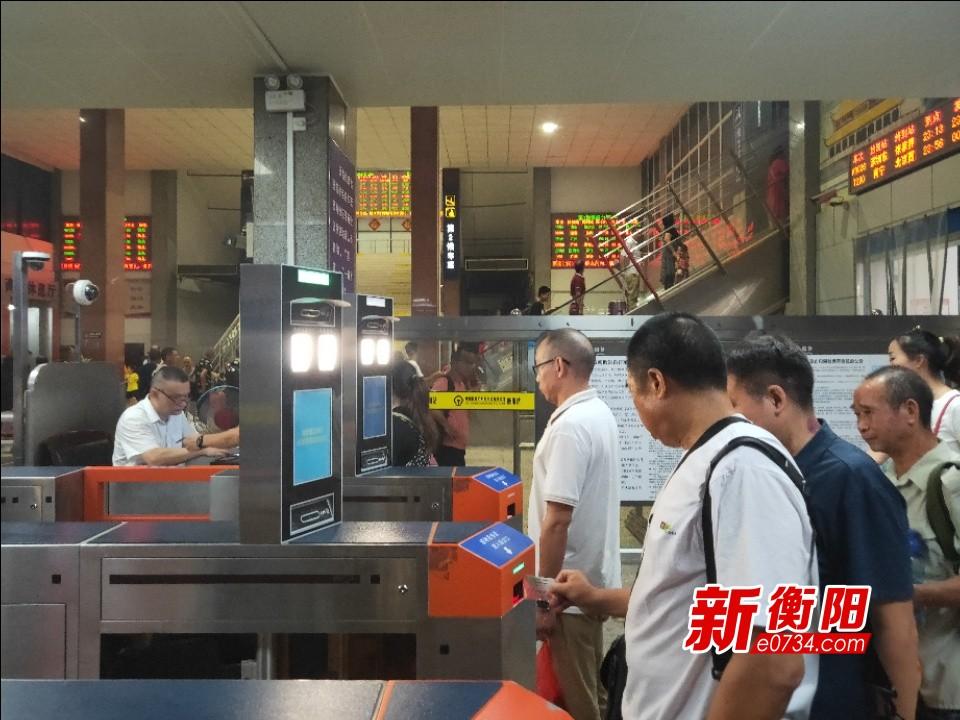 最新春運信息:農歷除夕火車票12 月26日開售